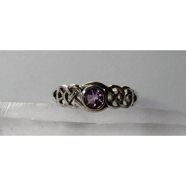R457 small celtic weave ring with faceted stone